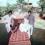 हरिवंश राय बच्चन अपनी पत्नी और बच्चों के साथ