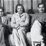 हरिवंश राय बच्चन (बाईं ओर), सुमित्रानदंन पंत (बीच में) और रामधारी सिंह दिनकर (दाईं ओर) के साथ