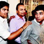 अनिल अंबानी अपने दोनों बेटों के साथ