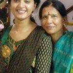 अनुष्का शेट्टी अपनी माँ के साथ
