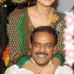 अनुष्का शेट्टी अपने पिता के साथ