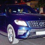 अर्जुन कपूर अपनी मर्सिडीज एमएल 350 कार में