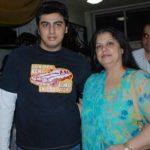 अर्जुन कपूर अपनी स्वर्गीय माँ मोना शौरी कपूर के साथ