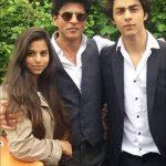 आर्यन खान अपने पिता और बहन सुहाना खान के साथ