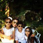 कनिका कपूर अपने बच्चों के साथ