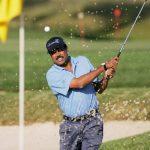 कपिल देव गोल्फ खेलते हुए
