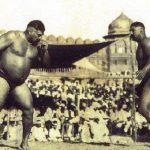 गामा पहलवान बलराम हेरमन सिंह यादव से कुश्ती करते हुए