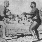 गामा पहलवान स्टेनिस्लस ज़िबेस्को से कुश्ती करते हुए