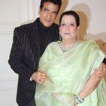 जितेंद्र अपनी पत्नी शोभा कपूर के साथ