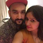 फाजिलपुरिया अपनी पत्नी के साथ
