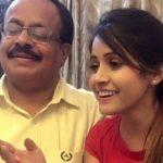 मिस पूजा अपने पिता के साथ