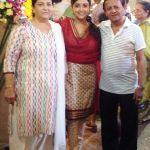 मोनाली ठाकुर अपने माता पिता के साथ