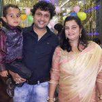 योगेश त्रिपाठी अपनी पत्नी और बेटे के साथ