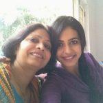 रकुल प्रीत सिंह अपनी माँ के साथ