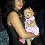 रश्मि अपनी बेटी मान्या के साथ