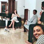 राधिका आप्टे अपने घर मुंबई में