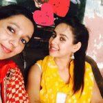 सुनंदा शर्मा अपनी बहन के साथ