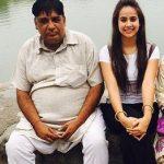 सुनंदा शर्मा अपने पिता के साथ
