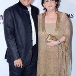 सुनील गावस्कर अपनी पत्नी के साथ