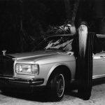 ओशो अपनी रोल्स-रॉयस कार के साथ