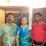 दिनेश कार्तिक अपने परिवार के साथ