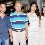 श्रीया सरन अपने परिवार के साथ