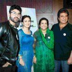 राज बब्बर अपने परिवार के साथ