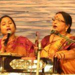 शारदा सिन्हा अपनी बेटी के साथ
