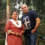 शारदा सिन्हा अपने बेटे के साथ