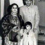 शाहरुख खान के माता- पिता और उनकी बहन बाल्यावस्था में