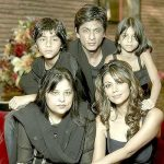शाहरुख़ खान अपनी बहन, पत्नी और बच्चों के साथ