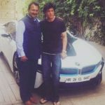 शाहरुख़ खान बीएमडब्लू i8 के साथ