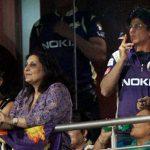 शाहरुख़ खान राजस्थान में सार्वजनिक रूप से धूम्रपान करते हुए