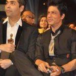 शाहरुख़ खान स्टार स्क्रीन अवार्ड समारोह के दौरान धूम्रपान करते हुए