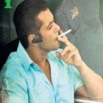 सलमान खान धूम्रपान करते हुए
