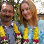 सुज़ैन बर्नर्ट अपने पति अखिल मिश्रा के साथ