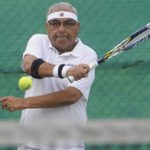 भूपेंद्र सिंह हुड्डा टेनिस खेलते हुए