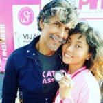 अंकिता कोनवर मिलिंद सोमन के साथ