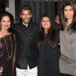 मिलिंद सोमन अपनी बहनों के साथ