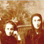 मदर टेरेसा अपने माता-पिता और बहन के साथ