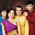 परेश रावल अपनी पत्नी और बच्चों के साथ