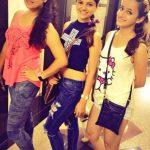 रुबीना अपनी बहनों के साथ