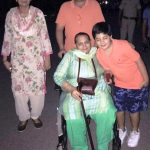कैप्टेन अभिमन्यु अपनी माँ, बेटे और चाची के साथ