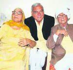 भूपेंद्र सिंह हुड्डा अपने माता-पिता के साथ