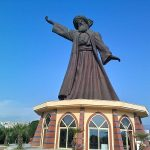 बूका में जलालुद्दीन रूमी की प्रतिमा