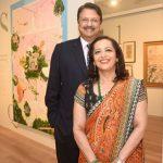अजय पीरामल अपनी पत्नी स्वाति पीरामल के साथ