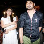 हरभजन सिंह अपनी पत्नी के साथ