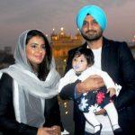 हरभजन सिंह अपनी पत्नी और बेटी के साथ