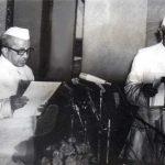 मोराजी देसाई भारत के प्रधानमंत्री के रूप में शपथ ग्रहण करते हुए