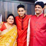 सूर्यकुमार यादव अपने माता- पिता के साथ
